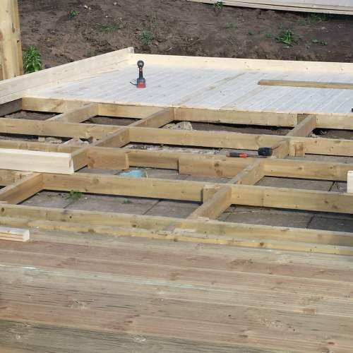 0471004800Green  Wooden Decking Joists 1