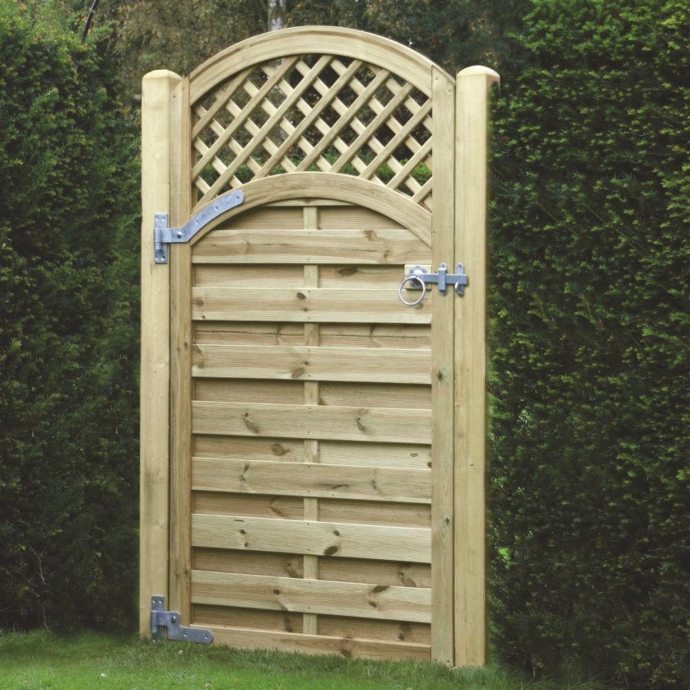 Arched Lattice Topped Gate