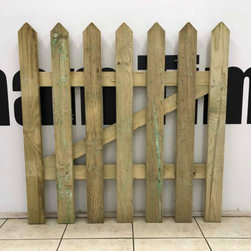 09000900PointedPicketGateGreen--Wooden-Picket-Gate-900x900-Pale-Green-Natural.jpg